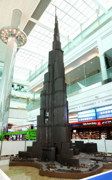 214159_tallest_chocolate_structure_Dubai